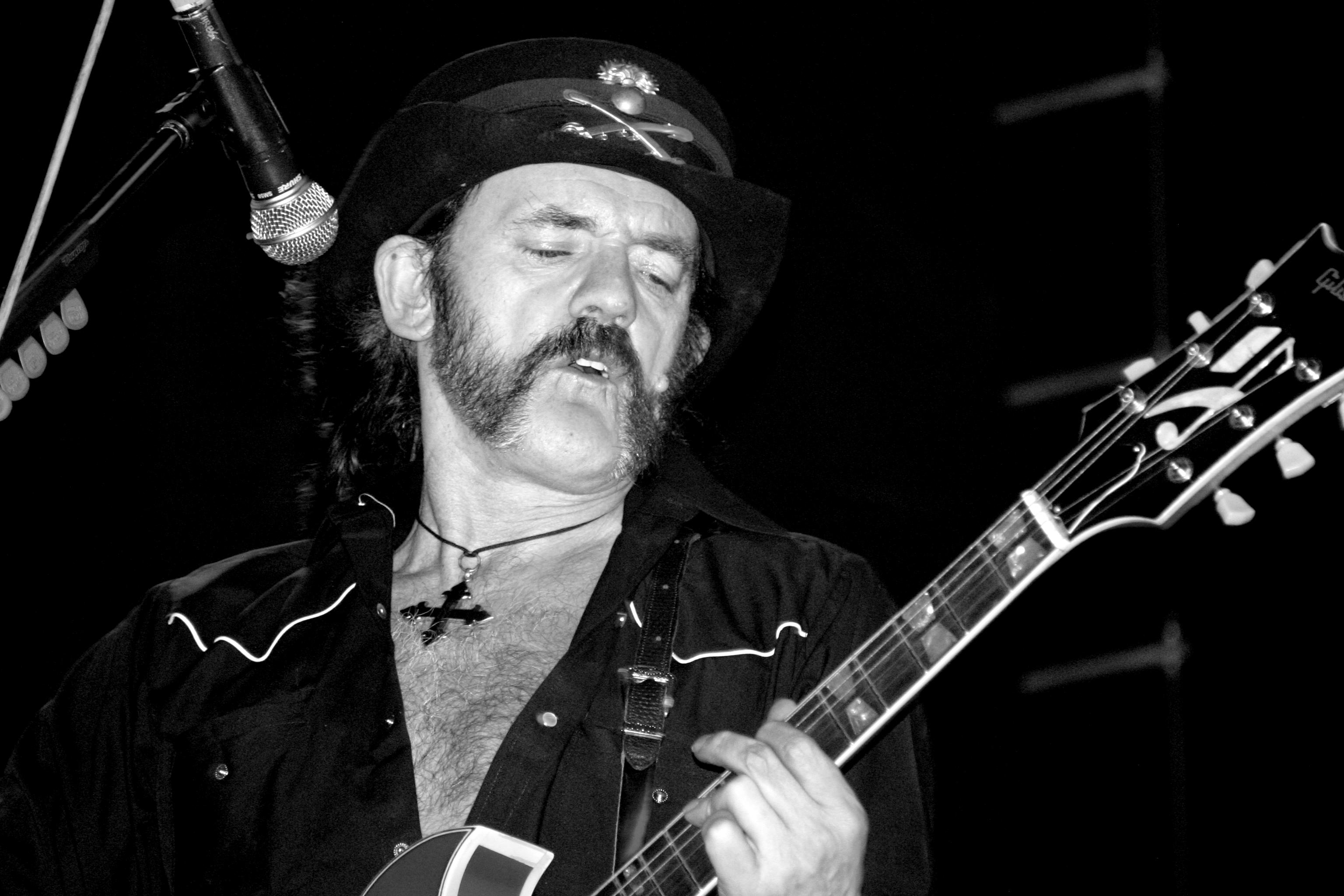 Techno-DJs, die gerne auf Rock'n'Roller machen, haben sich von ihm alles abgeschaut: RIP Lemmy